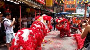 Представление драконов, Китайский район